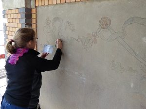 Muralmålning återställs. Foto: K-Konservator