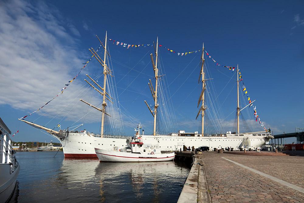 Fartyget Barken Viking vid kaj