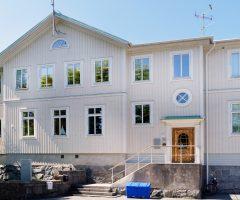 Framsidan av trähuset på Talattagatan 16-22.
