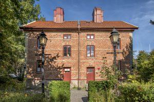 Framsidan av den röda tegelbyggnaden Annedalspojkars Hus.
