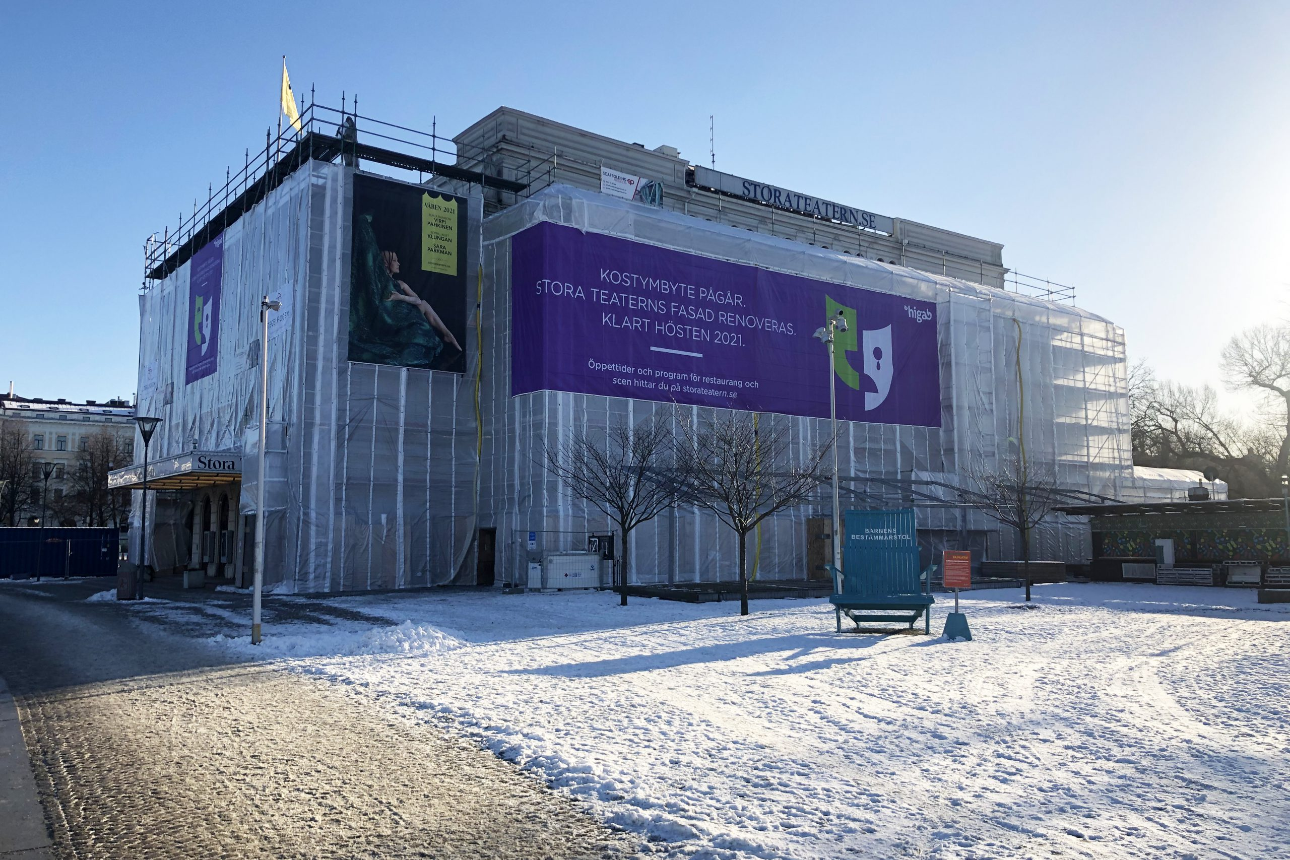 Byggnadsställningar runt Stora Teatern