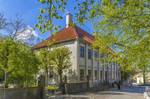 Utanför Gathenhielmska Huset och Trädgården vid Stigbergstorget.