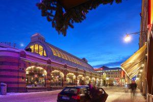 Stora Saluhallen lyser upp under juletid