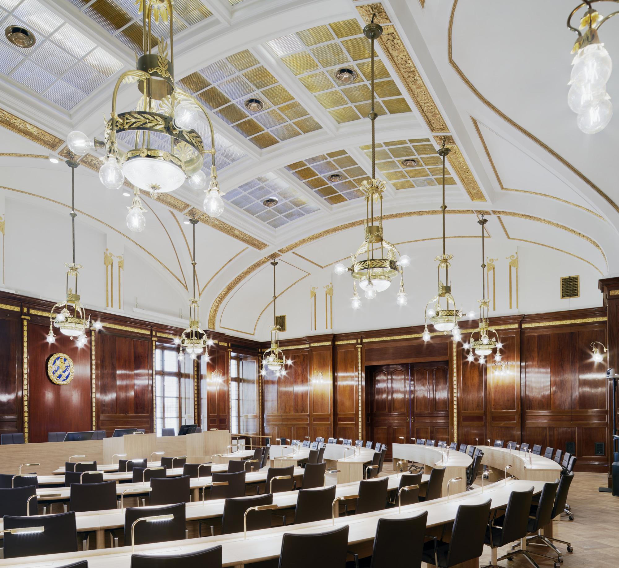 Interiörbild av Kommunfullmäktigesalen i Börsen.