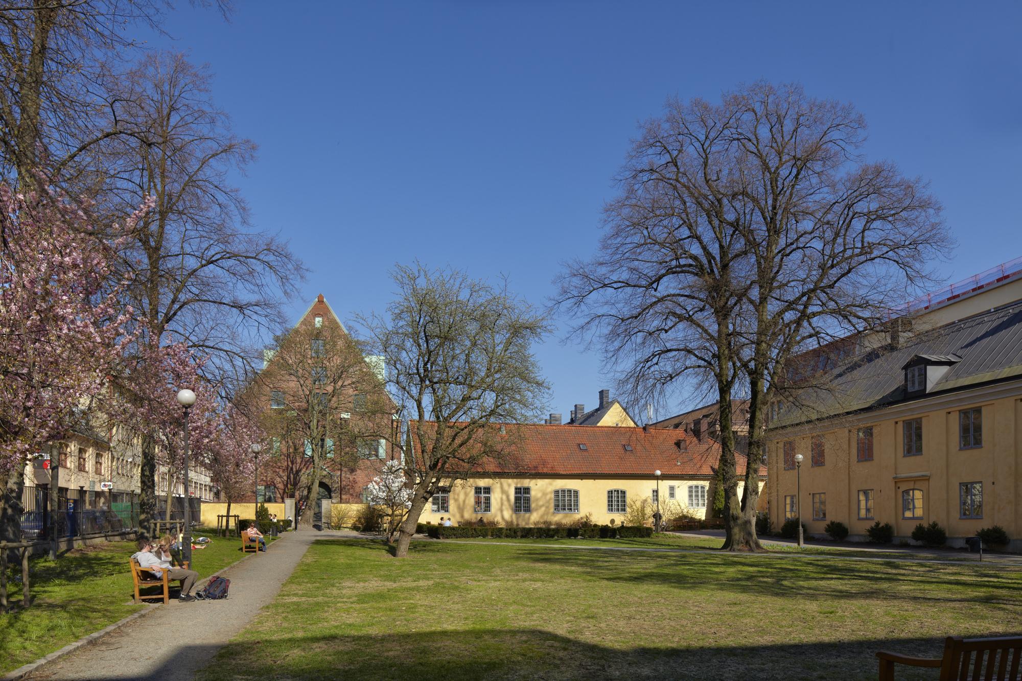 Kronhusparken med Kronhusbodarna och Kronhuset i bakgrunden