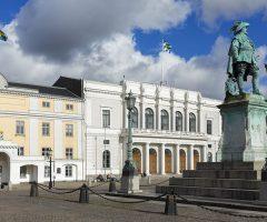 Staty av Gustav II Adolf utanför Kvarteret Högvakten.