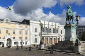 Staty av Gustaf II Adolf på Gustaf Adolfs Torg framför Stadshuset och Börsen
