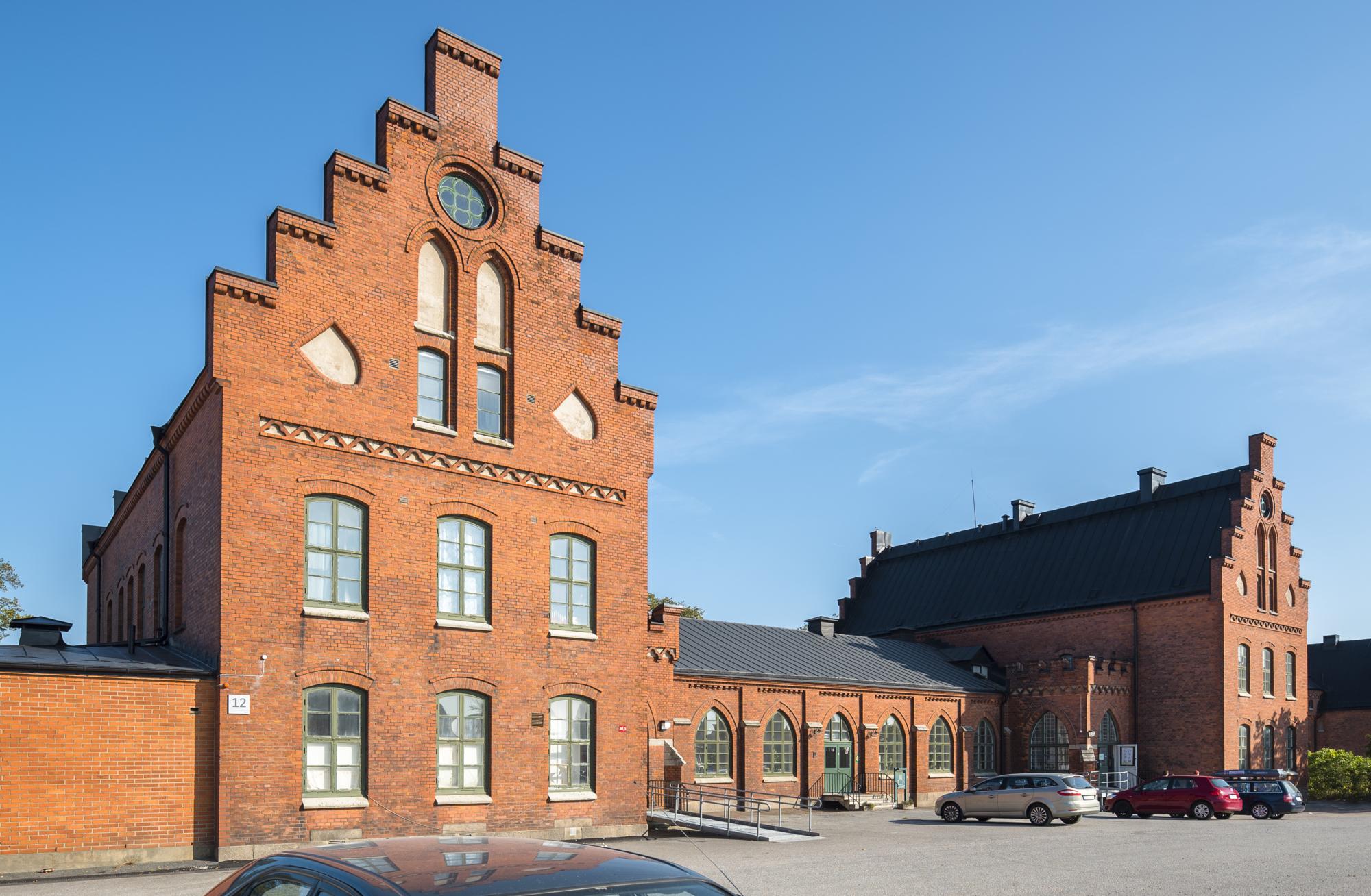 Röda tegelbyggnader på Kvibergs Kaserner.
