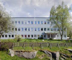 Utsidan av den blåa byggnaden Blåsås i Kviberg.