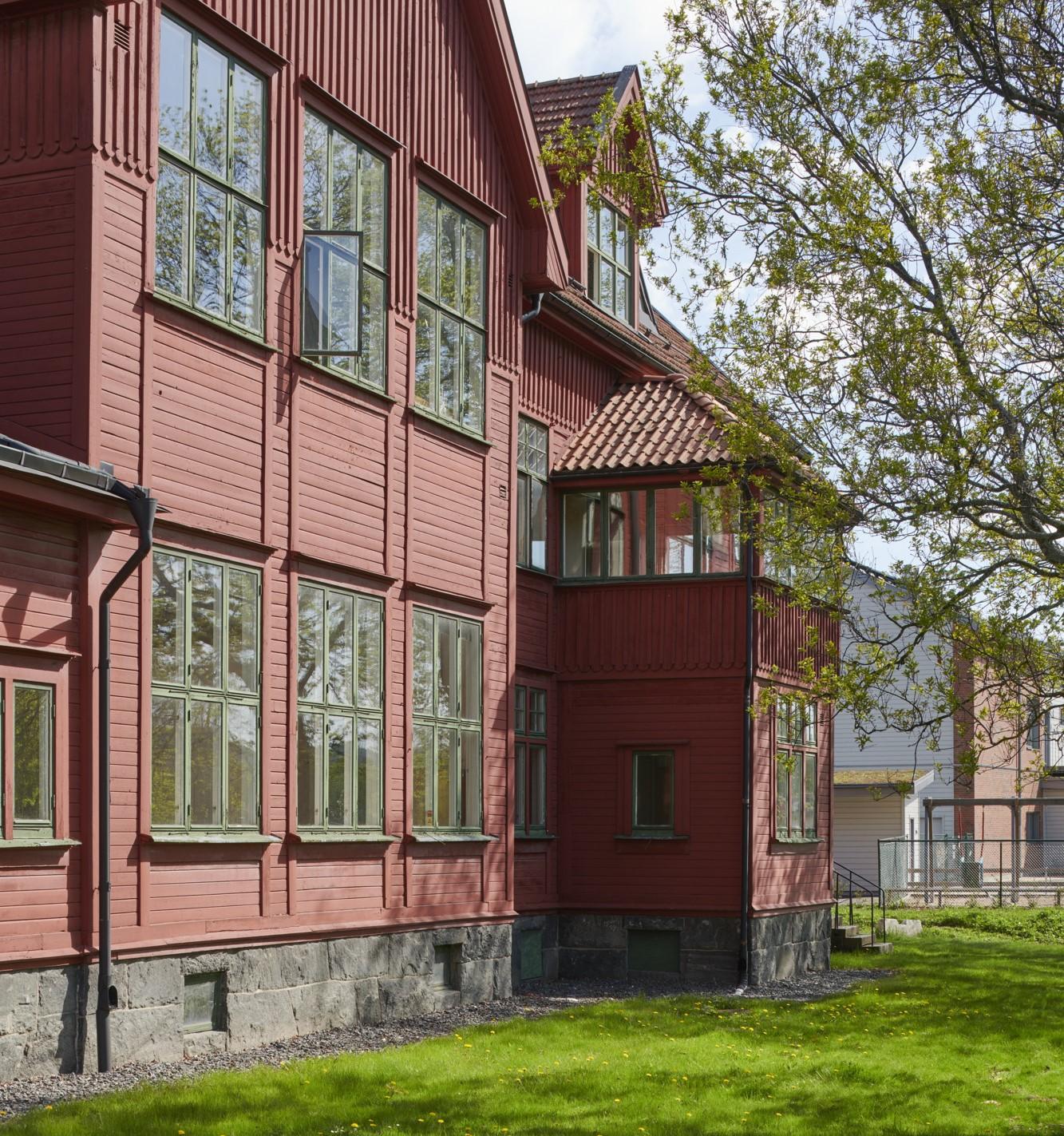 Utsidan av den röda träbyggnaden Kviberg - Götamässen.