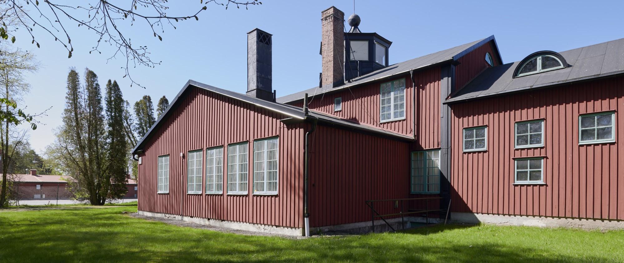 Utsidan av den röda träbyggnaden Kviberg - Museet.