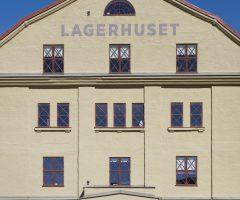 Framsidan av Lagerhuset.