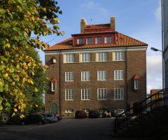 Utsidan av Lindholmsskolan.