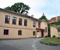 Utsidan av Kusthuset på Majnabbeberget.