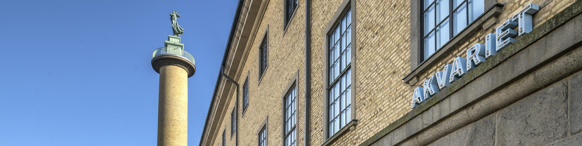 Sjömanstornet och Sjöfartsmuseets fasad.