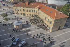 Översikt över tegelbyggnaderna på Esperantoplatsen.