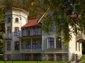 Utsidan av Biskopsvillan.