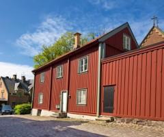 Utsidan av rödmålat trähus i Klippans Kulturreservat.