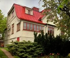 Utsidan av Fahlströmska Huset på Majnabbeberget.
