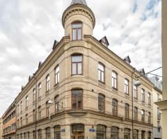 Hörnet av tegelbyggnaden på Postgatan 16.