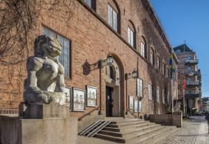 Entrén till Röhsska museet.