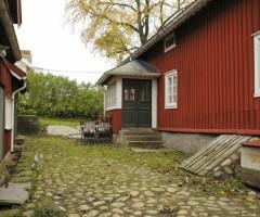 Utsidan av Skändla Gård.