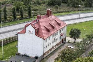 Vybild över stenbyggnaden Gamla Lundbybadet.