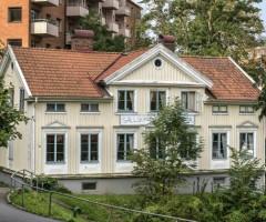 Grönska runt Kapten Hanssons Hus.