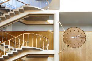 Trappa och klocka i Rådhuset