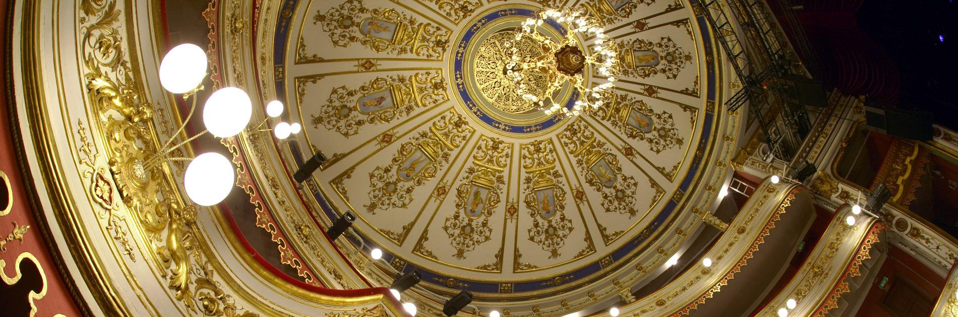 Insidan av Stora Teaterns dekorativa guldtak från 1859.